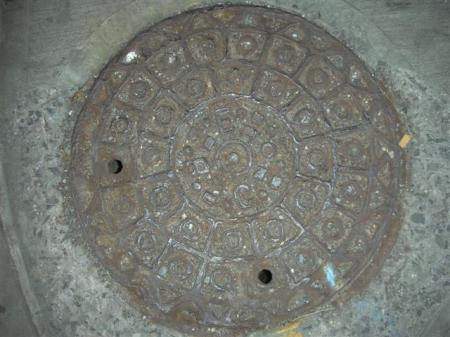 rusty-manhole-1651-small.jpg